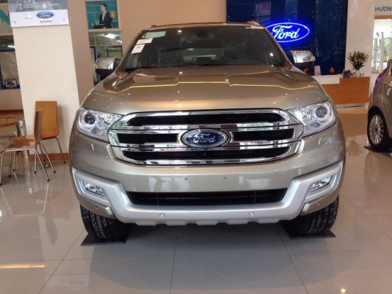 ford-everest-mau-ghi-vang
