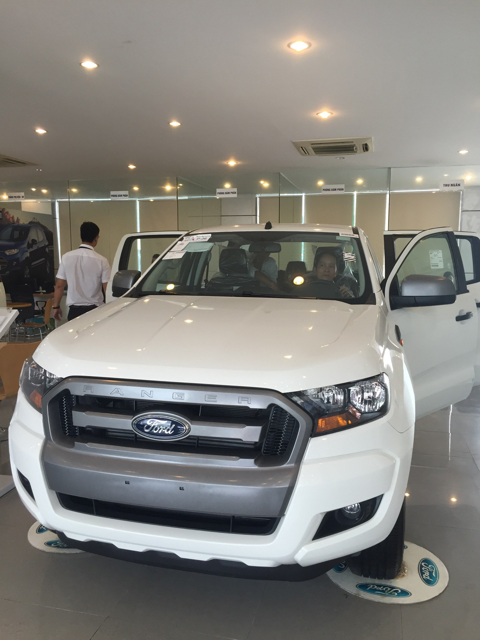 ford-ranger-at-mau-trang