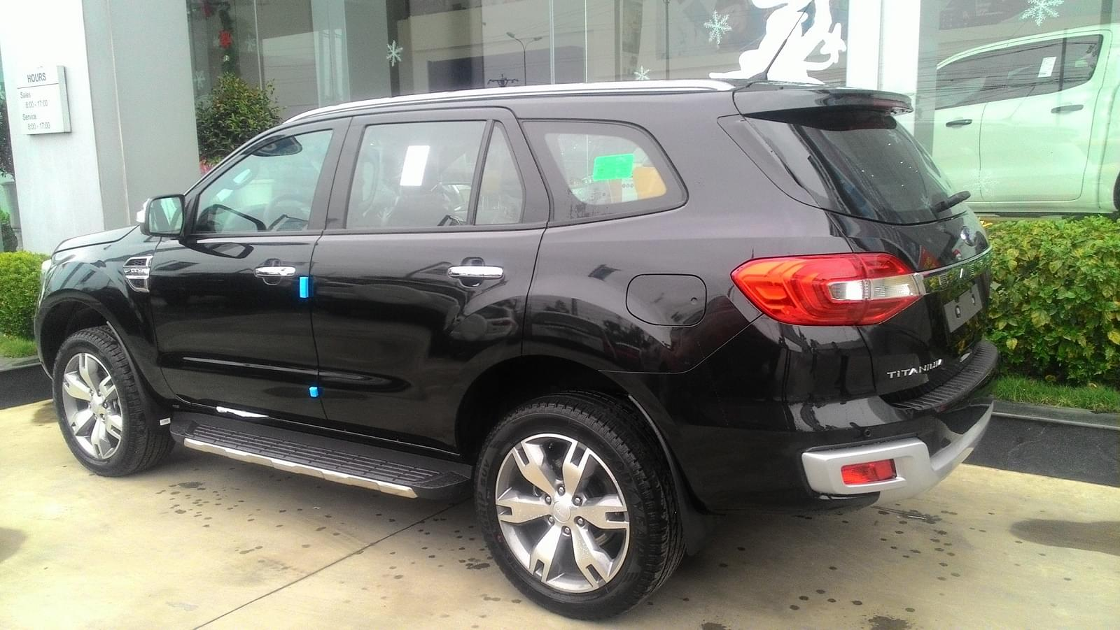 ford-everest-2.2-titanium-mau-den