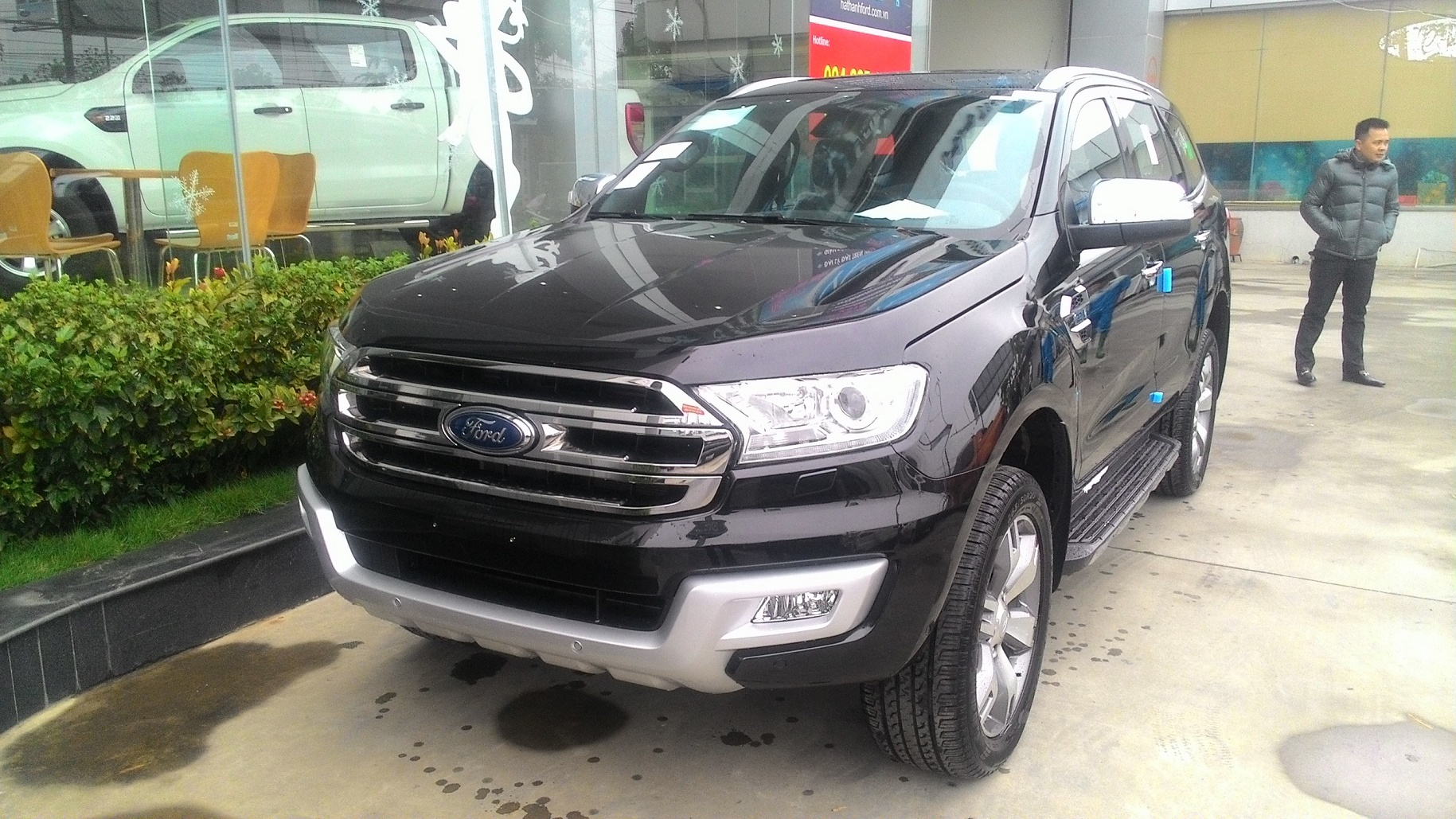 xe-ford-everest-2.2-titanium-mau-den