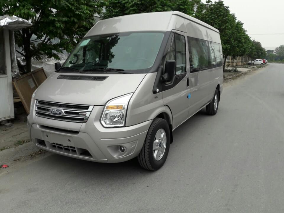 xe-ford-transit-luxury