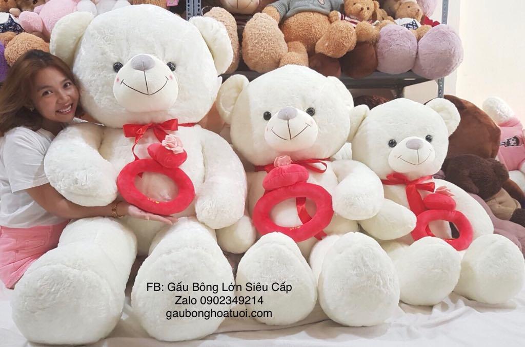 Gấu bông trắng ôm tim 1m8