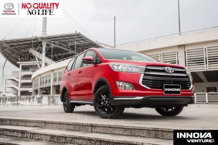 Xe Toyota Innova Venturer màu đỏ mới