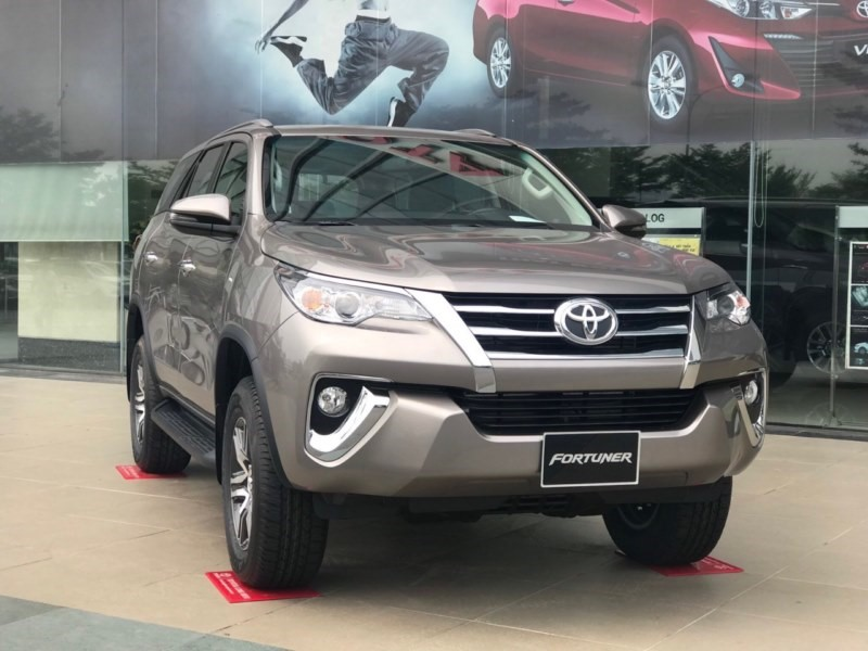 gia-xe-toyota-fortuner-may-dau-2-4at-4x2-2019