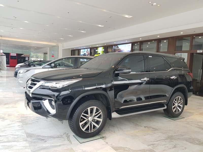 gia-xe-toyota-fortuner-2-8l-4x4-may-dau