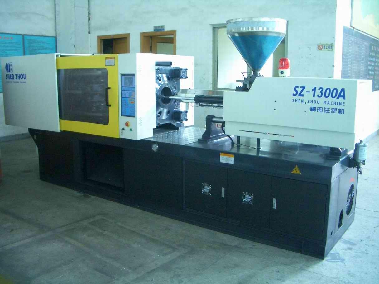 Máy Ép Nhựa 300 Tấn - Injection Molding Machine