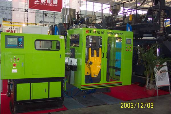 Máy Dán Trong Khuôn - HFBC45 - 2L Blow Molding Machine With N-Mold Labeling Machine