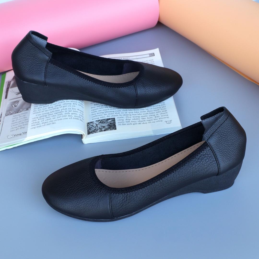 Giày đế xuồng da bò màu đen cao 4cm