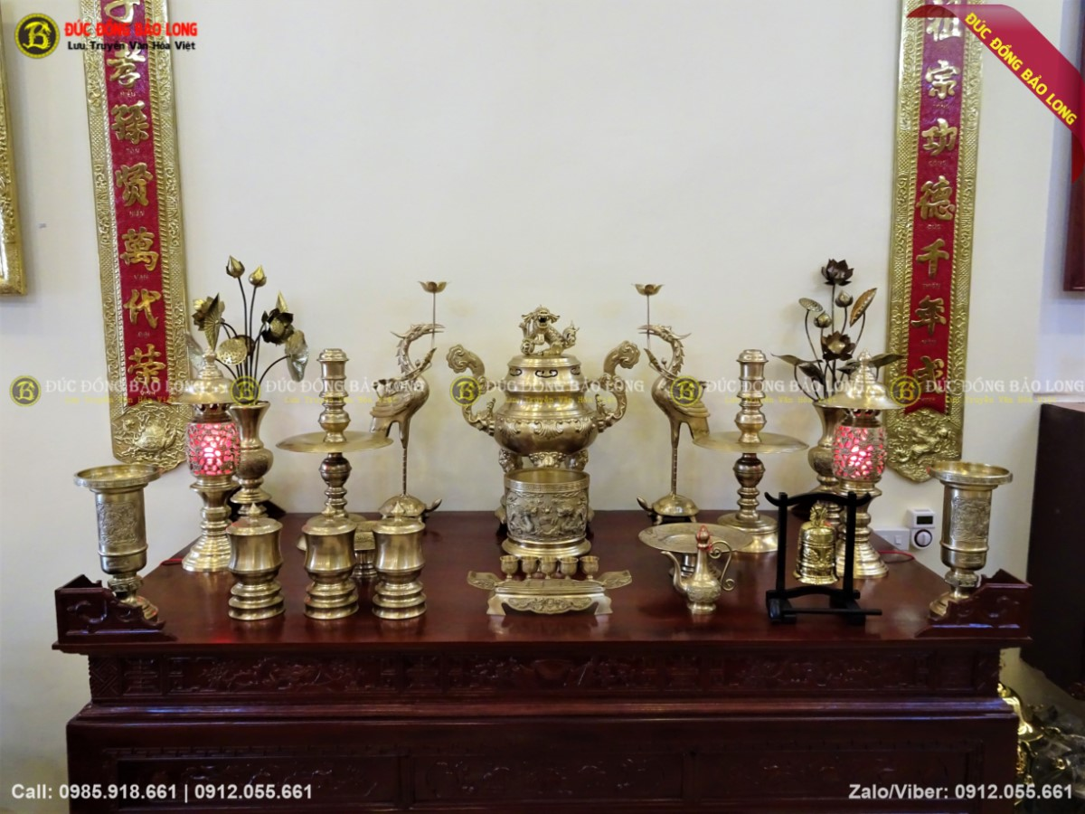 Bộ đồ thờ 70cm đầy đủ màu mộc đỉnh hoa sòi cho bàn thờ 2m17