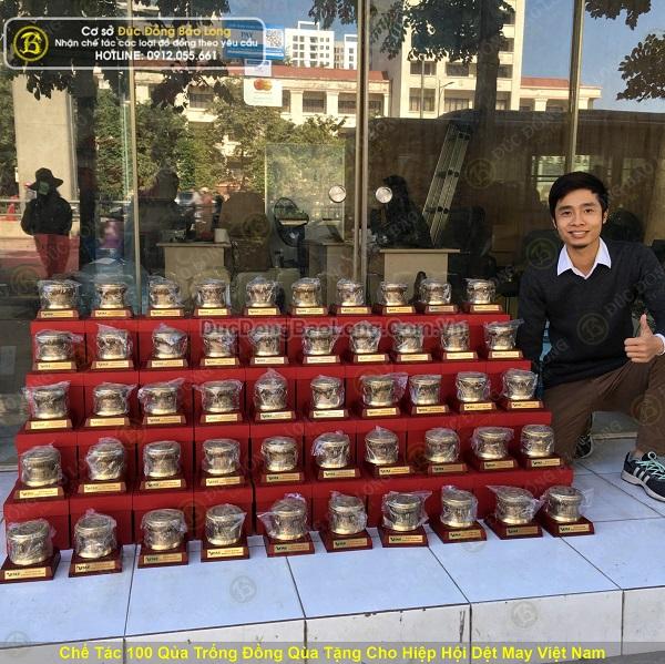 Chế tác 100 quả trống đồng cho Hiệp Hội Dệt May Việt Nam
