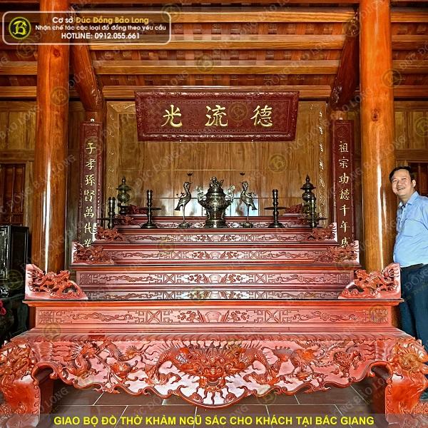 Giao bộ đồ thờ bằng đồng khảm ngũ sắc cho khách Bắc Giang