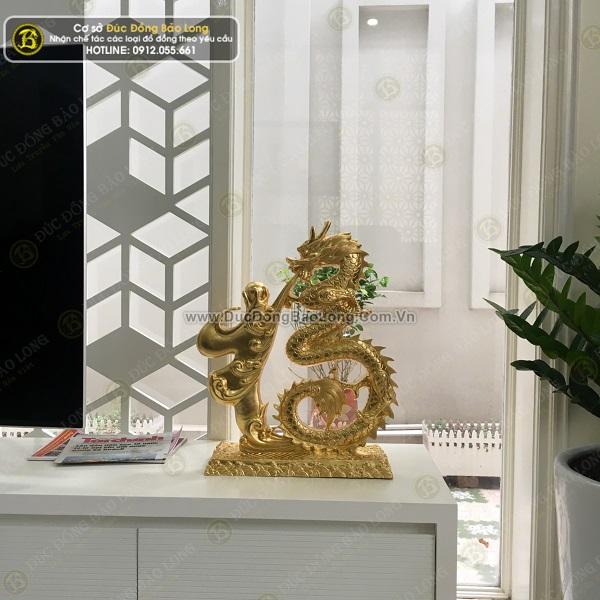 Giao tượng Trần Hưng Đạo, chữ Phúc hóa rồng dát vàng cho khách tại Hưng Yên