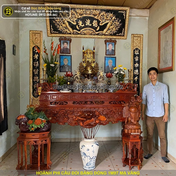 Lắp đặt hoành phi câu đối 1m97 mạ vàng cho khách tại Long Biên