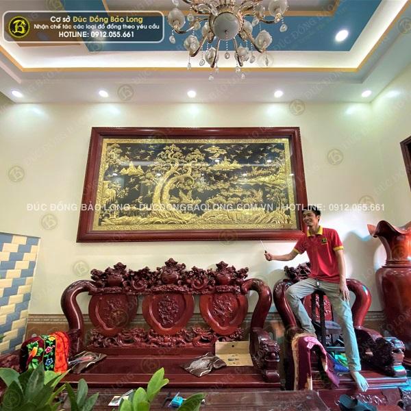 Lắp đặt tranh bách hạc quần tùng 3m21 x 1m76 cho khách tại Phú Thọ