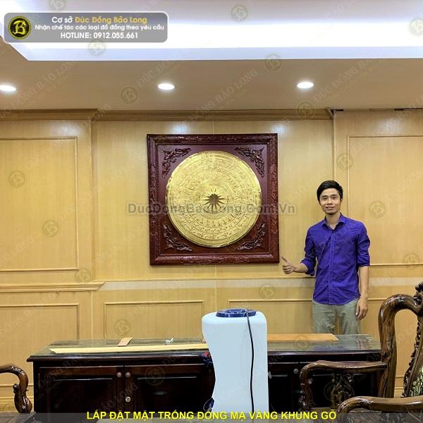 Lắp đặt tranh mặt trống đồng mạ vàng tại Agribank Hà Thành