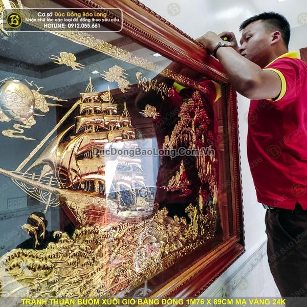 Lắp đặt tranh thuận buồm xuôi gió bằng đồng mạ vàng cho khách Tân Bình