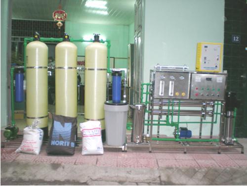 Dây chuyền lọc nước tinh khiết RO 1400 l /h 04 màng
