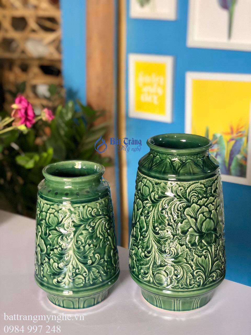 Bộ đôi lọ hoa khắc hoa văn dáng bầu men xanh lá cây