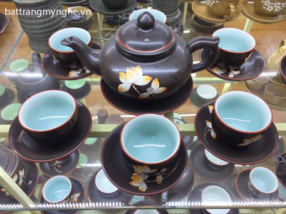 Bộ ấm trà men đen vẽ hoa sen