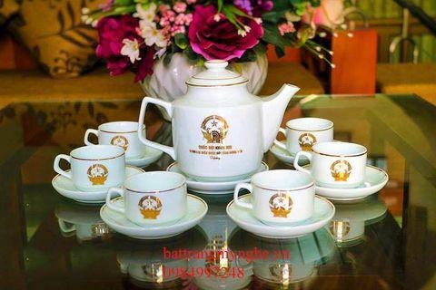 Bộ ấm in logo dáng Hồng Kong in nhũ vàng