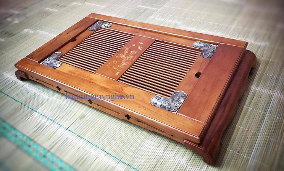 Khay gỗ bọc đồng nâu nhạt đựng ấm chén dài 55 rộng 35cm