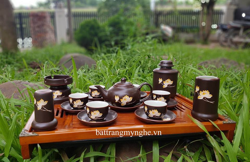 Bộ ấm chén dáng bầu vẽ hoa sen đầy đủ phụ kiện