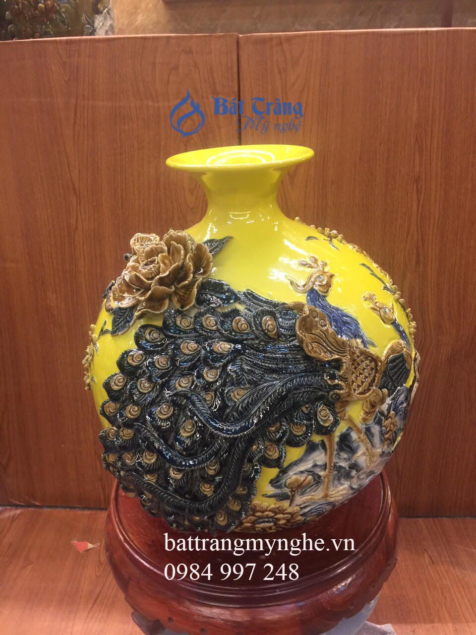 Bình hút tài lộc đắp nổi - công đào vinh hoa phú quý men hoàng kim - cao 36cm