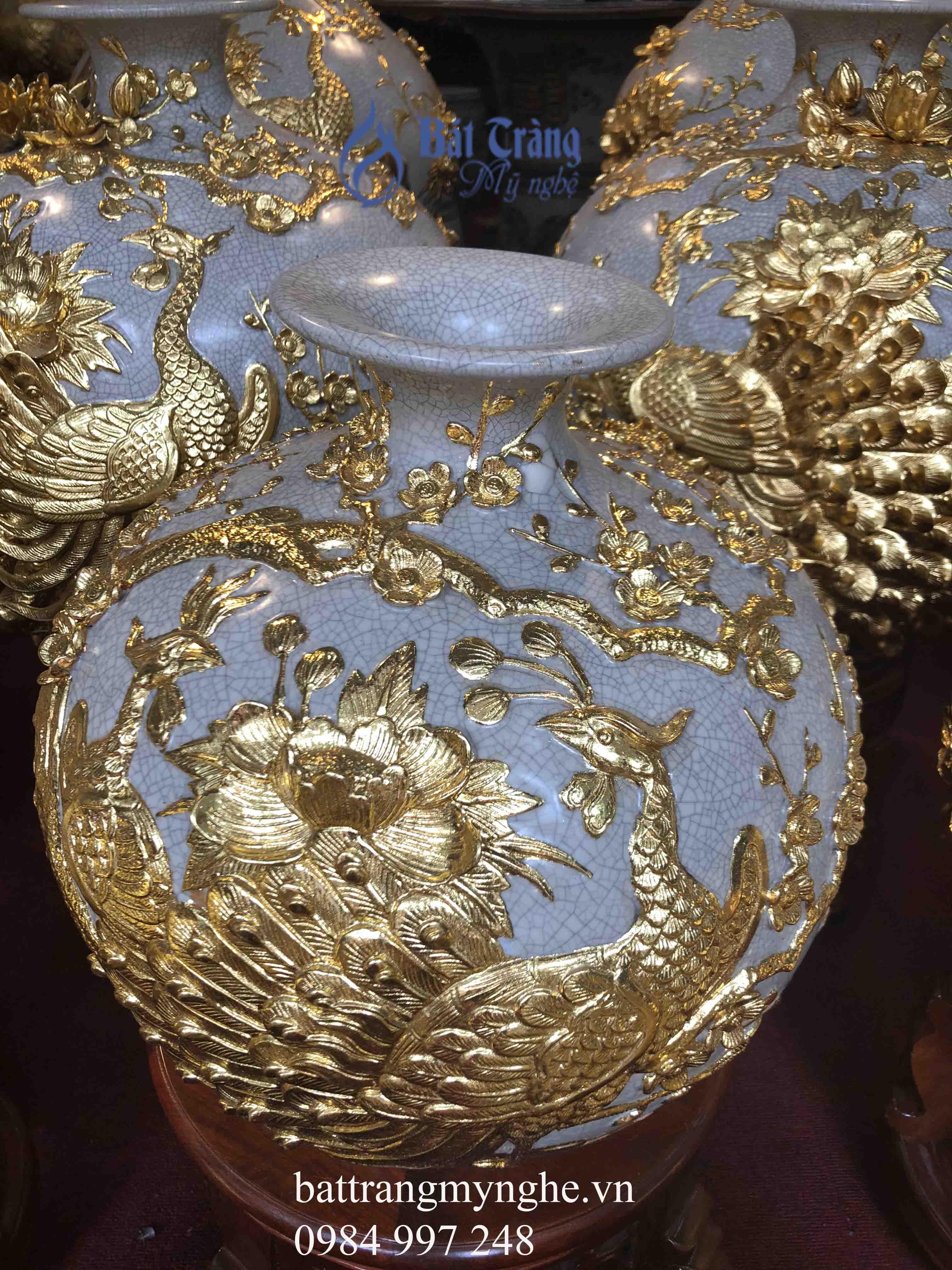 Bình hút tài lộc công đào đắp nổi dát vàng cao 40cm
