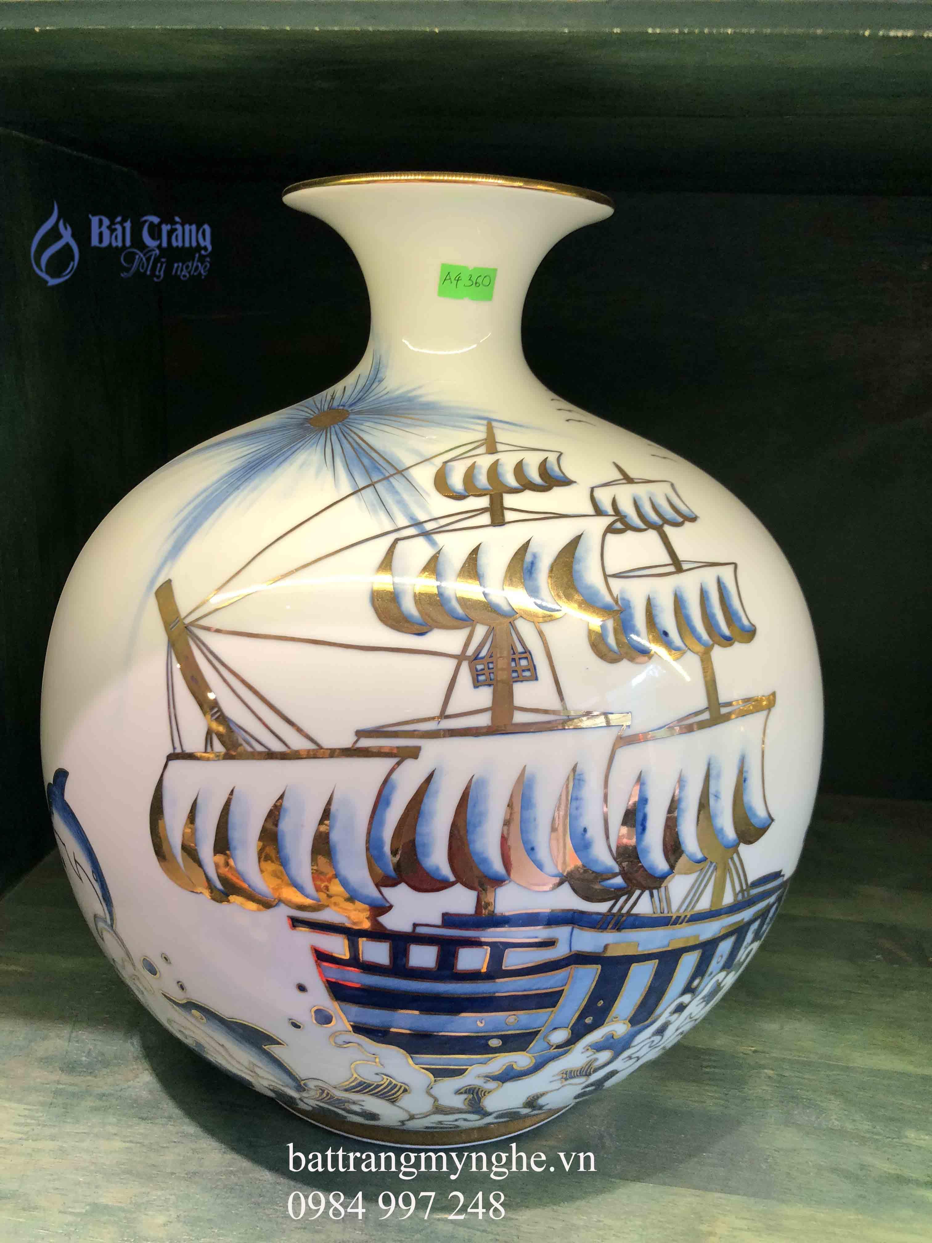 Bình hút tài lộc vẽ thuyền buồm ra khơi cao 30cm
