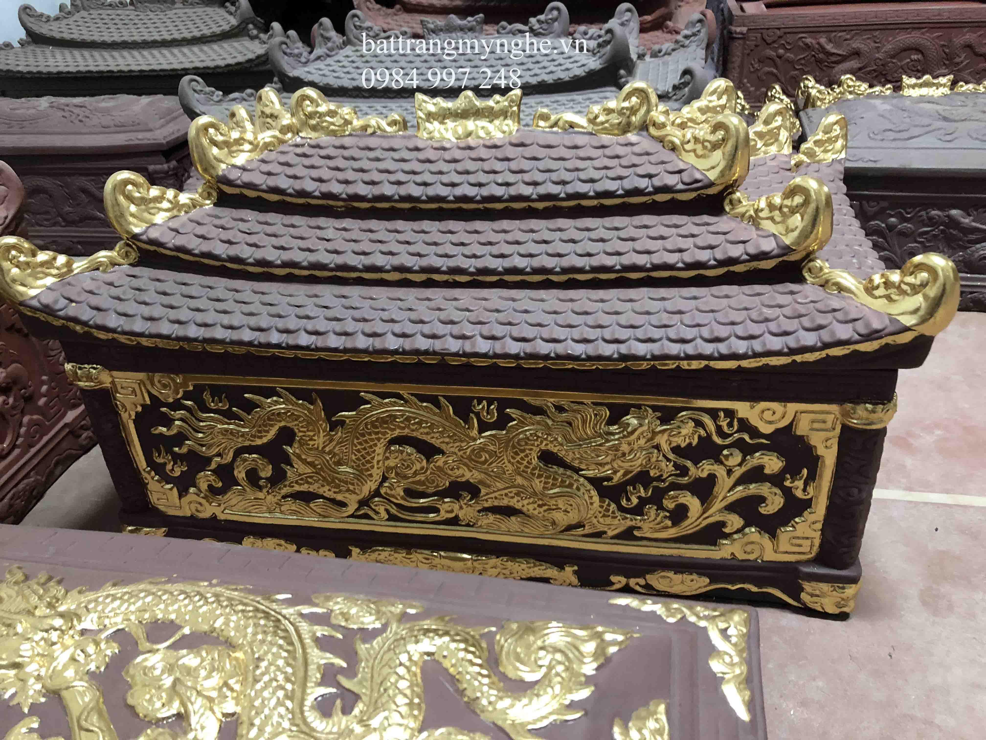 Quách tiểu sành vẽ vàng ba mái