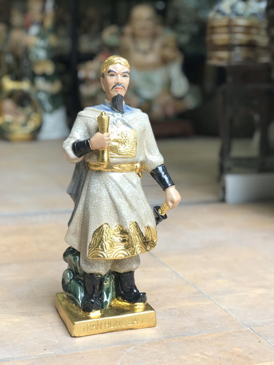 Tượng Trần Hưng Đạo dát vàng men rạn cao 40cm