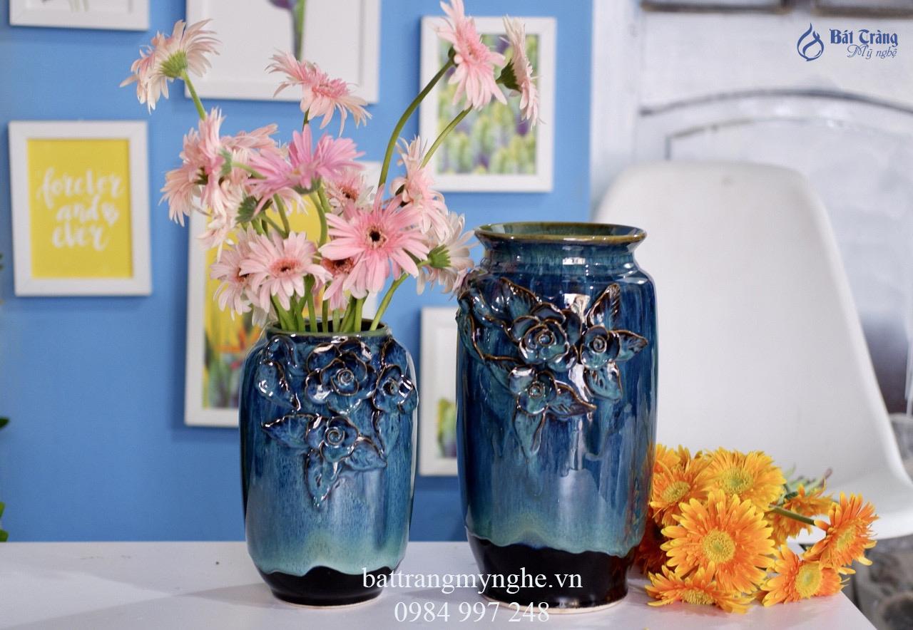 Bộ đôi lọ hoa đắp nổi men xanh