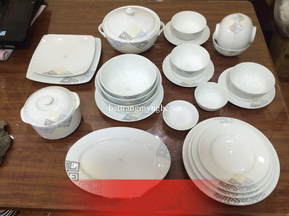 Bộ đồ ăn trắng cao cấp vẽ hoa vuông tinh tế và hiện đại