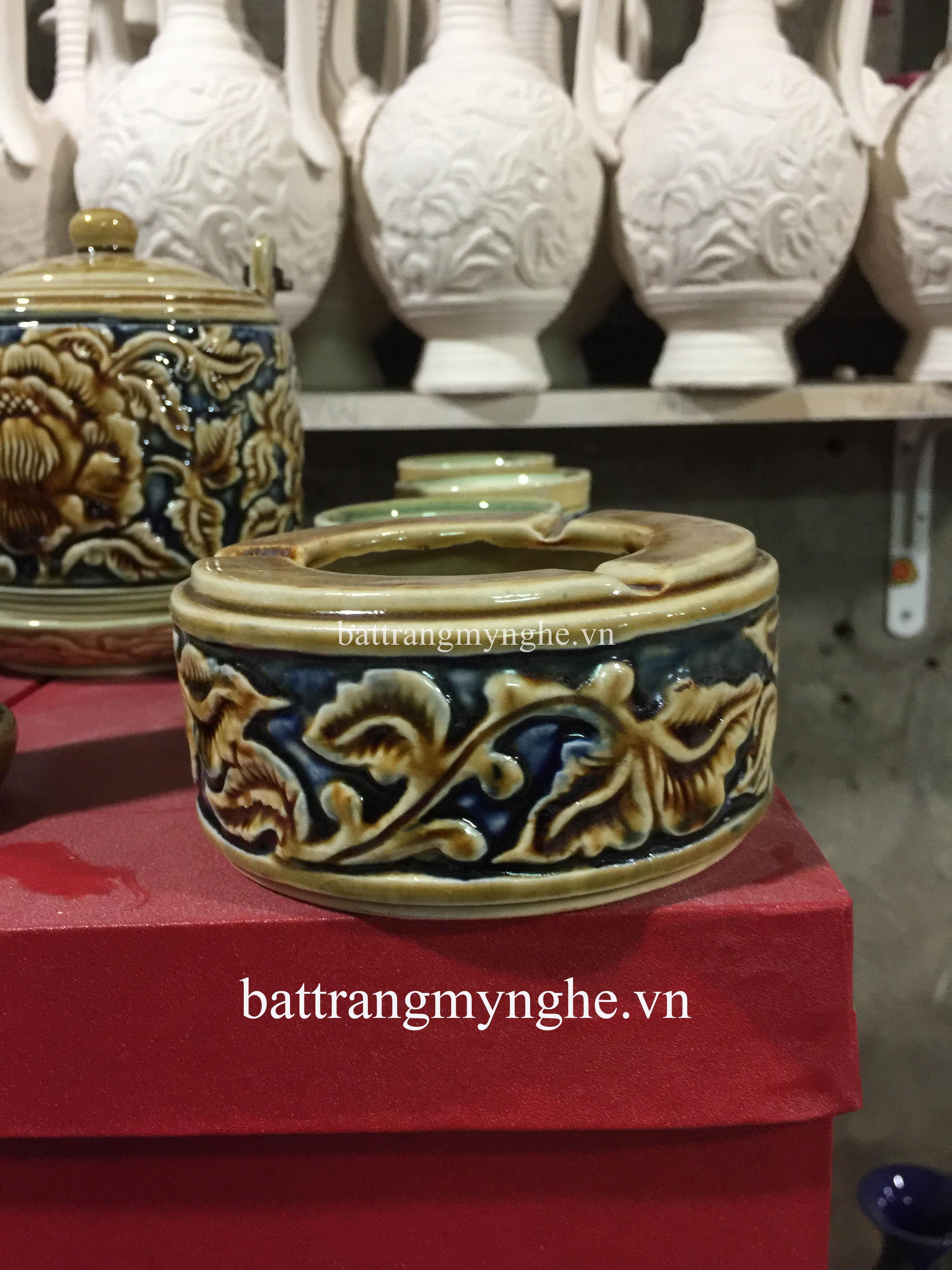 Bộ ấm trà quai vuông và phụ kiện khắc nổi hoa phù dung vàng