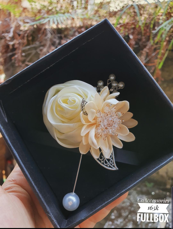 Cài áo hoa hồng mix cúc handmade