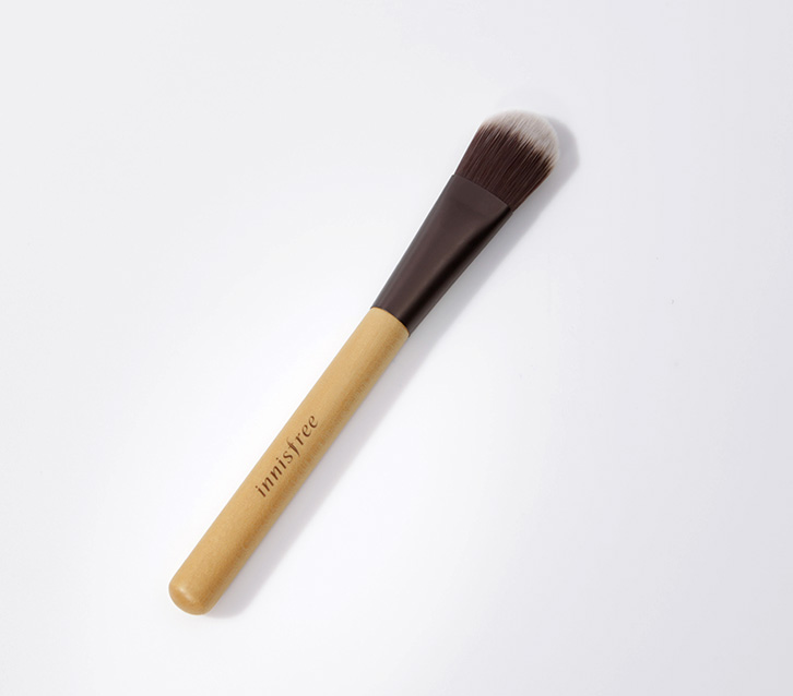 Innisfree Beauty Tool Foundation Brush 1