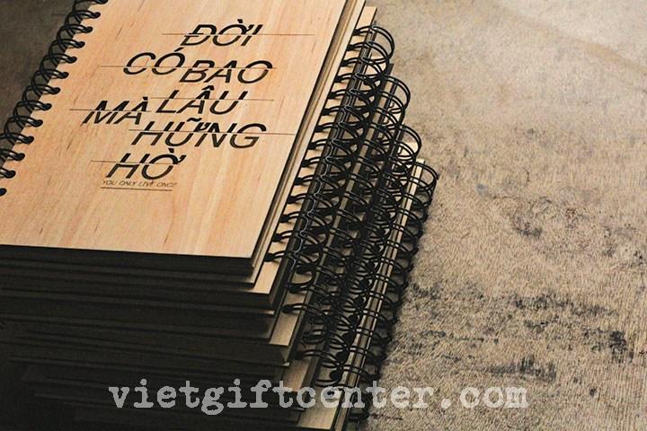"""sổ tay bìa gỗ """"Đời có bao lâu mà hững hờ"""""""