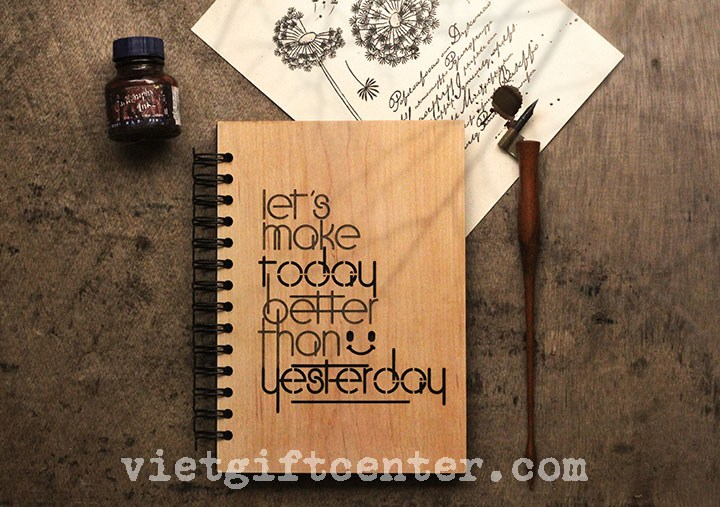 "Sổ tay bìa gỗ khắc chữ ""Let's make today better than yesterday"""