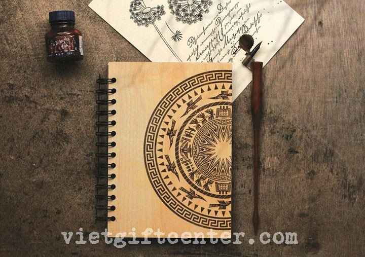 Sổ tay bìa gỗ khắc lazer hình Trống Đồng Đông Sơn