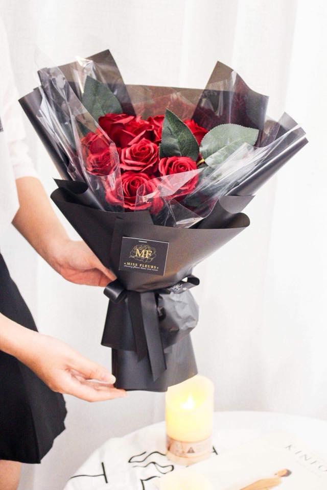 Hoa hồng sáp đỏ 6 bông