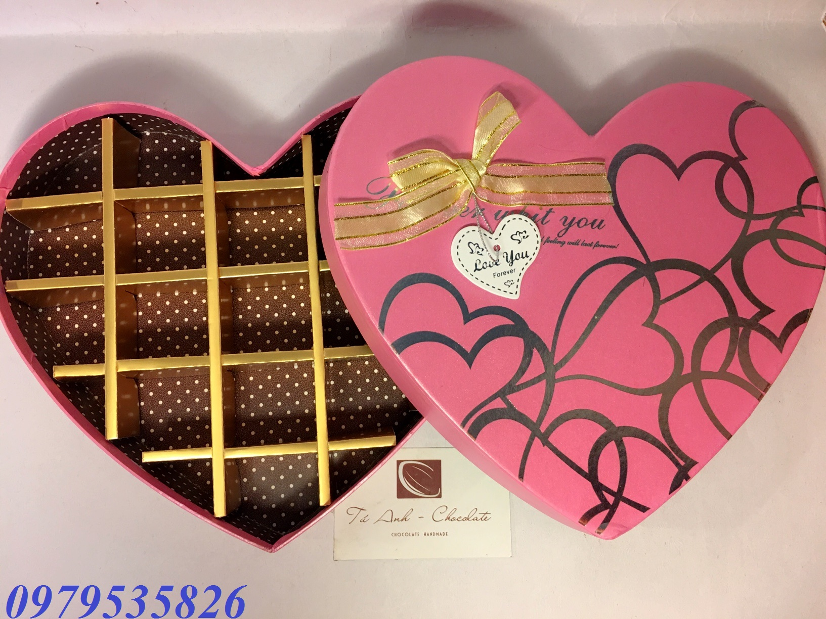 Hộp đựng socola hình tim 18 ngăn
