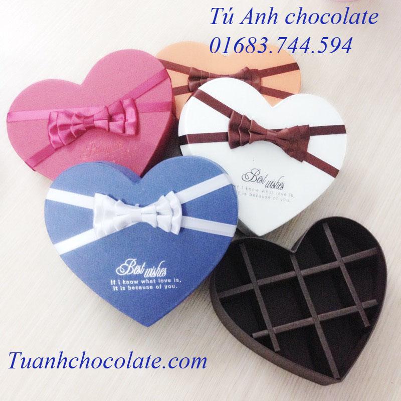 HTN10- Hộp socola hình tim chia 10 ngăn