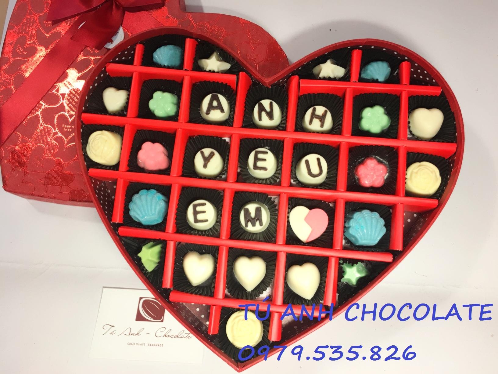 Hộp socola valentine hình tim 27 ngăn