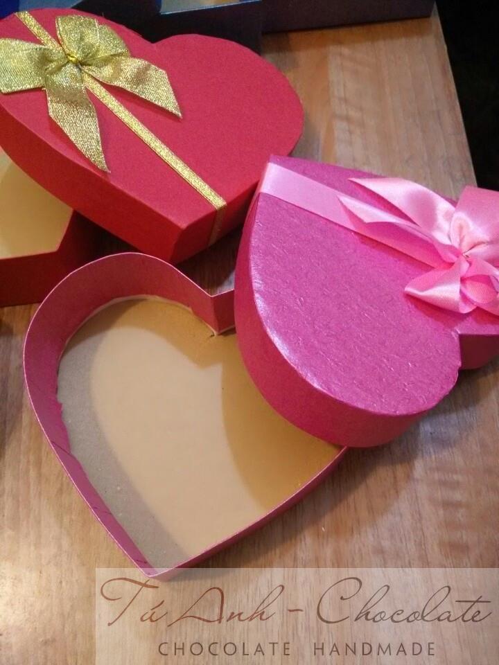 Hộp đựng socola hình tim 16cm