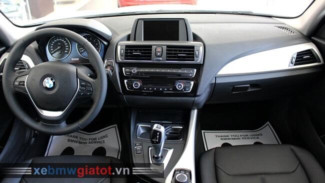 nội thất xe BMW 118i hatchback 2017 mới