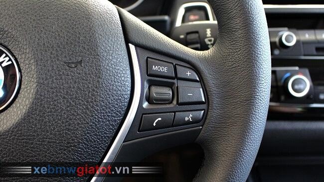phím điều khiển vô lăng xe BMW 118i hatchback