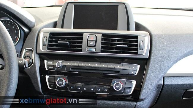 bảng điều khiển trung tâm xe BMW 118i hatchback
