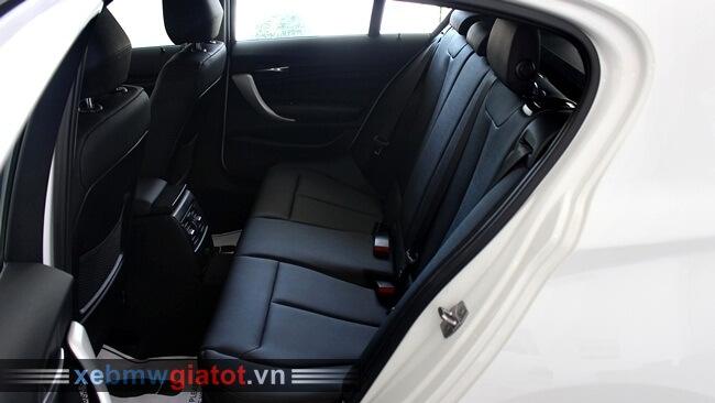 hàng ghế sau xe BMW 118i hatchback 2017 mới