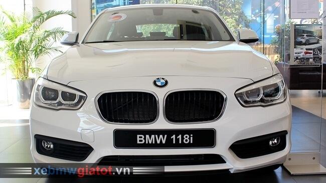 đầu xe BMW 118i hatchback 2017 mới