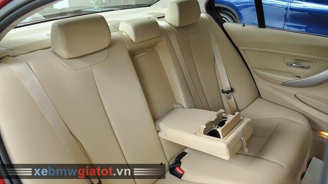 hàng ghế sau xe BMW 320i